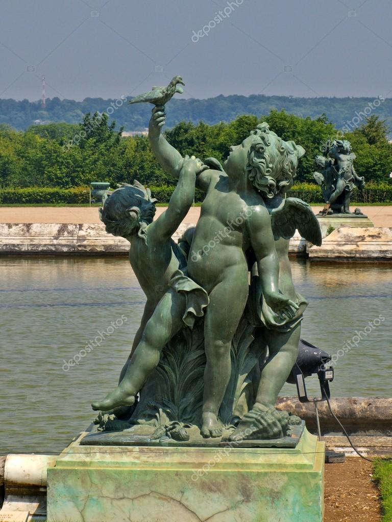 Sculptures and pond  of the Royal residence at Versailles near Paris in France  — Stock Photo #13977000