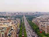 The Champs Elysee and the Louvre in the distance — Stock Photo