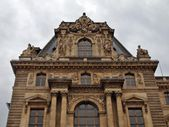 PARIS - MAY 8: Facade of Louvre. Art museum in the world. France. June 19, 2012. — Stockfoto