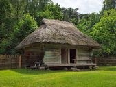 Typical, ethnographic wooden house in Rumsiskes, Kaunas district in Lithuania — Stock Photo