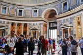 Roman Pantheon's dome and the opening at the top — Stock Photo