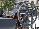 Ship wheel of a barge in the Seine in Paris (France) — 图库照片