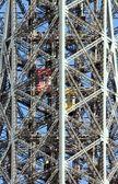 эйфелева башня, совещание обоих лифтов (париж франция) — Стоковое фото