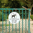 Ban sign  dogs must be kept on a lead, garden public in France — Stock Photo
