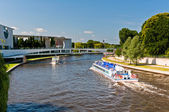 Amusement boats on Spree river, Berlin — Stock Photo