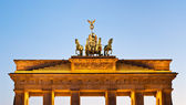Illuminated Brandenburger Tor top in the evening — Stock Photo
