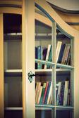 книга шкаф — Стоковое фото