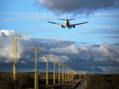Landing airplane — Stockfoto
