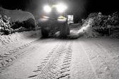 Trekker clearing sneeuw — Stockfoto