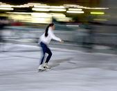 Woman skating — Stock Photo