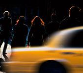 пытаясь поймать такси — Стоковое фото