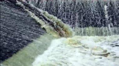 Presa con agua en movimiento rápido — Vídeo de Stock