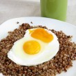 Roasted eggs and buckwheat gruel with kefir as vegetarian dinner meal — Stock Photo #12425297