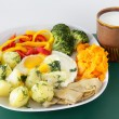 Scrambled eggs with vegetable and sour milk for vegetarian dinner or lunch — Foto Stock