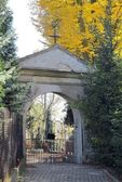 Gate of old cemetery in Tyniec near Krakow — Stockfoto