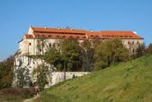 Fortified Benedictins cloister on limestone rocks in Tyniec near Krakow — Stock Photo