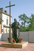 Monument of Pope blessed John Paul II in yard Cistersian Monastery — Stock Photo