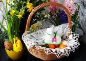 Blessed for and sugar lamb in basket as element of Easter holidays — Stock Photo