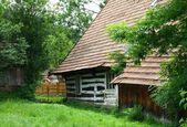 Oude houten huisje in krempna — Stockfoto