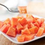 Papaya on white dish — Stock Photo