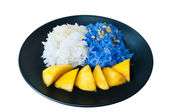 Glutinous rice eat with mangoes isolate — Photo