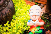 Sculpture smile decorate in the garden — 图库照片