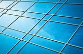 Window glass reflection of cloudy sky — Stockfoto