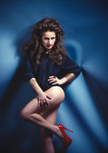 Modern style dancer girl posing on studio background. Fashion Photo. — Stock Photo