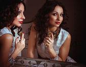 Fashion woman applying perfume. Fashion portrait — Stock Photo