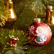 Beautiful color christmas decorations hanging on christmas tree with shiny glare — Stockfoto