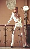 Vintage style girl posing on museum. Fashion Photo. — Stock Photo