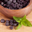 Blackberry in wooden bowl — 图库照片