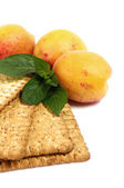 Raw apricot and tasty cake — Stock Photo
