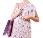 Bella donna incinta con shopping sfondo bianco — Foto Stock