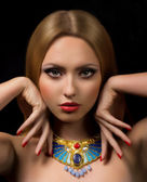 Woman with necklace jewelry — Стоковое фото