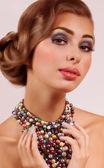 Donna con collana — Foto Stock