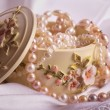 Постер, плакат: Jewelry box Casket Beautiful pearl jewelry