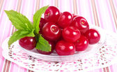 Sweet cherries in plate — Stock Photo