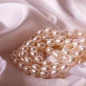 Красивые ювелирные изделия перлы — Стоковое фото