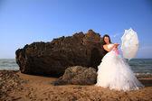 Belle mariée à la plage — Photo