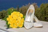 Bridal shoes and flower bouquet — Stok fotoğraf