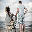 Happy family at the beach — Foto de Stock