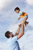 Happy dad at the beach with his son — Stock Photo