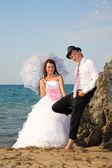 Sposi sulla spiaggia — Foto Stock