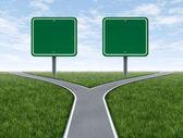 交叉道路与空白的标志 — 图库照片