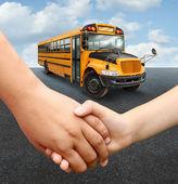 バス学校の子供たち — ストック写真