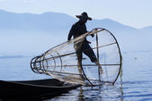 Fisherman catches fish for food — Fotografia Stock