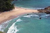 Plaży wzdłuż zielonego thep bal — Zdjęcie stockowe