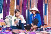 Vendors wait for customers at Bac Ha market — Stock Photo