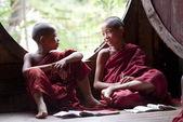 Novices at Shwe Yan Phe Monaster — Stock Photo